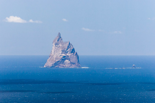 Ball's Pyramid and Wheatsheaf Island   by Martin7d2