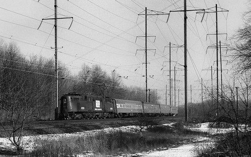 GG1 4930 with south bound Florida train between Metropark and Metuchen