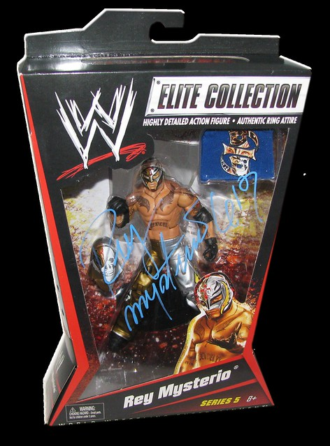 Rey Mysterio Autographed Mattel WWE ELITE COLLECTION Series 5 Figure
