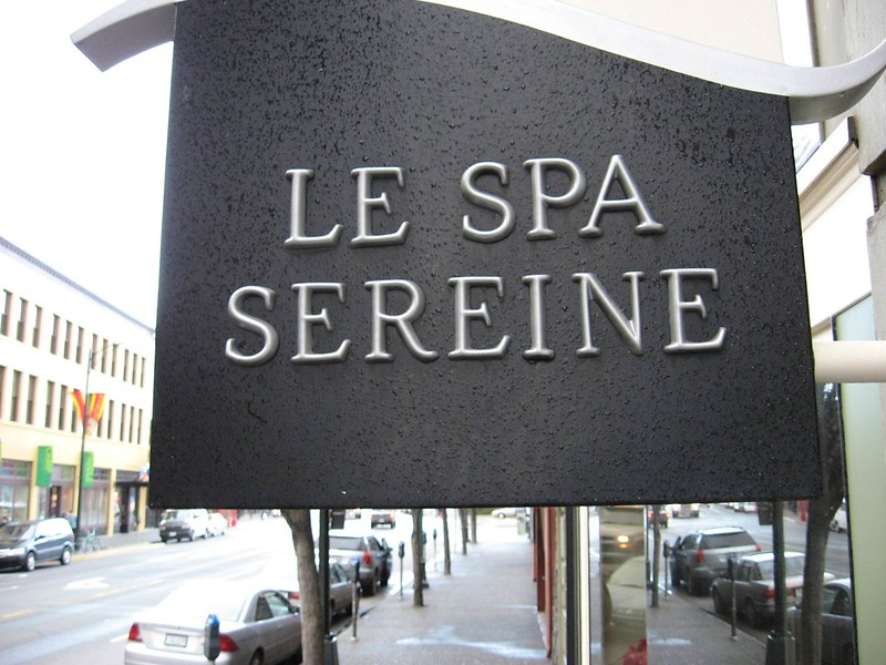 Le Spa Sereine  panel and projecting