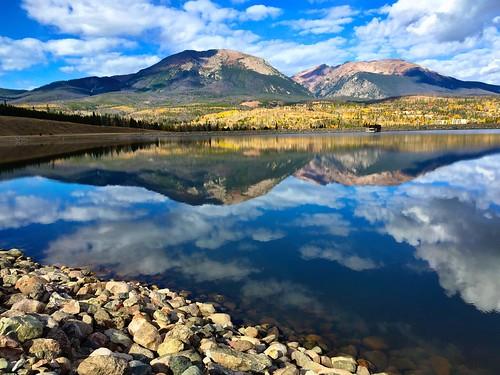 blue mountain lake fall yellow colorado outdoor hike dillon