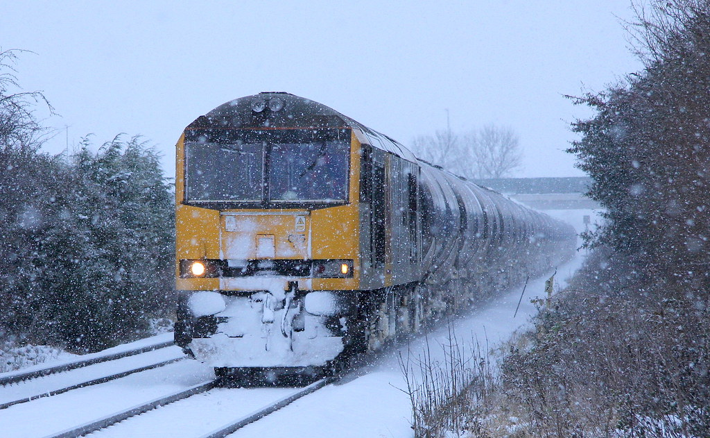60015 ES WCAI TO HAMMERS through a blizzard @ STOKE LANE , Nottingham on 6M00 11.33 HUMBER - KINGSBURY Thursday 02nd december 2010