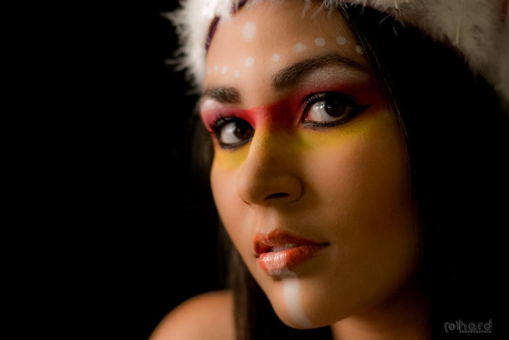 A tribo de índios Macuxi possui cerca de 40 mil índios. O povo é conhecido por proteger os portões do caminho para a Terra Oca!  #hardphotography #mulheresdepindorama #portrait #portraitfestival #makeup #indian #native #brazilianindian #culture #brazilian