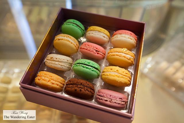 My box of Dallayou macarons