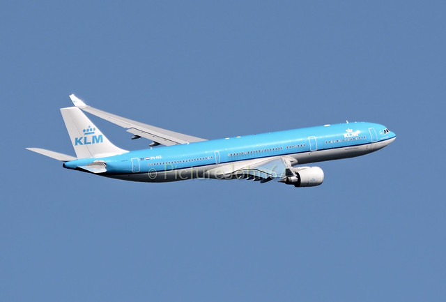 KL0587 KLM Airbus 330 (PH-AKE) departing to Lagos