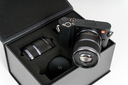 Yi M1 Mirrorless Double Lens Kit | by H.Hackbarth
