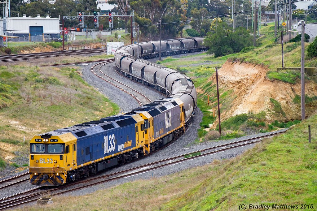 BL33-BL30 with a down empty PN SG grain (NGKF & NGPF) just coming out from Geelong Grain Loop to Anakie Loop near Nth Geelong (21/8/2015) by Bradley Matthews