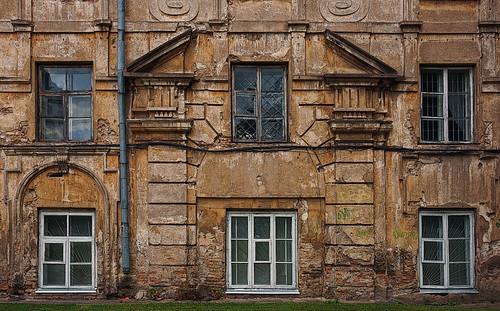 windows oldtown lithuania vilnius rundown lietuva