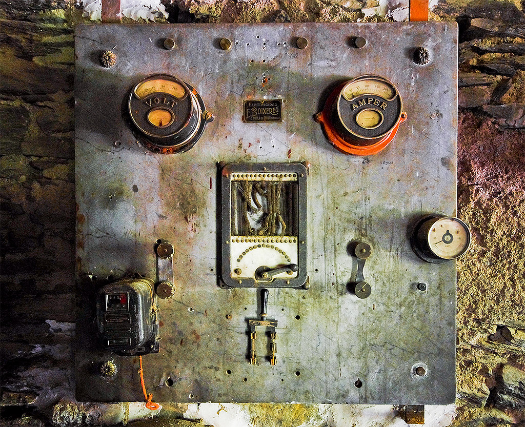 Quadres electrics Boixereu / The old board