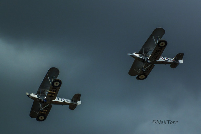 Hawker Hind (left) and Hawker Demon