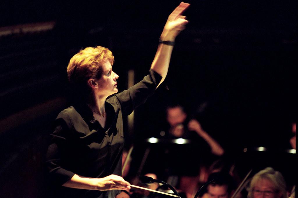 Conductor Julia Jones © Maurice Korbel, 2009