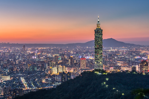 autumn sunset urban color building fall skyline architecture night canon landscape cityscape horizon taiwan nopeople clear 101 夕陽 taipei taipei101 台灣 台北 城市 夜景 風景 skyscaper 70200mm highangle capitalcity 彩色 秋季 拇指山 霞光 5dmarkiii 象山親山步道 無極皇帝