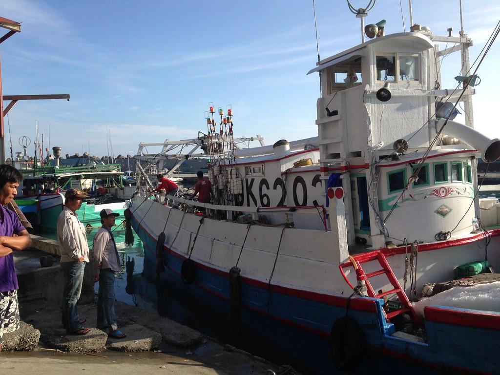 巨口鯊保育,漁民具關鍵地位。(石梯坪靠岸漁船示意圖)攝影:廖靜蕙