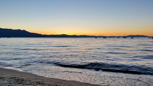 tahoesunset sunset tahoebeachandskiclub southlaketahoe lake alpine california water waterpictorial sand beach mountains joelach