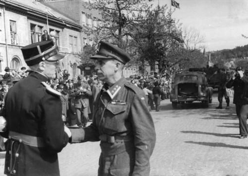 Oberst Holtermann takker løytnant Withammer (1945)