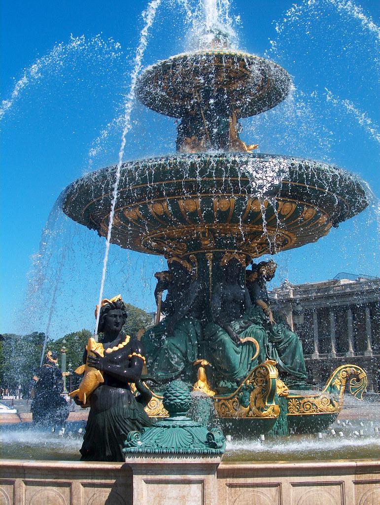 Paris Place Concorde Fontaines 02