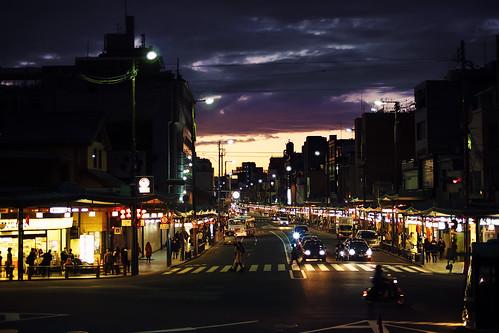 street sunset japan night clouds kyoto nightscape olympus 京都 日本 祇園 gion bluehour kansai 夜景 magichour yasakashrine 關西 em1 kinki 四条通 shijoavenue 近畿 voigtlandernokton25mmf095
