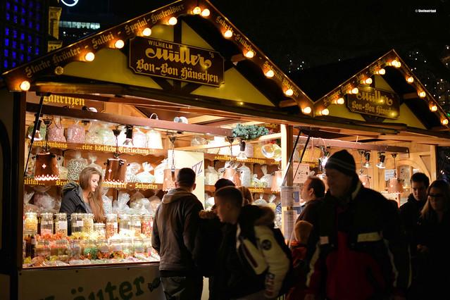 Herkkukoju joulumarkkinoilla Berliinissä