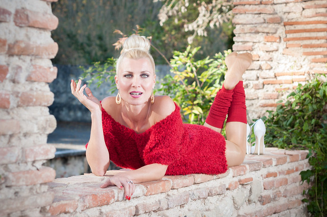 Pin Up Caroline - Lady in Red (102)