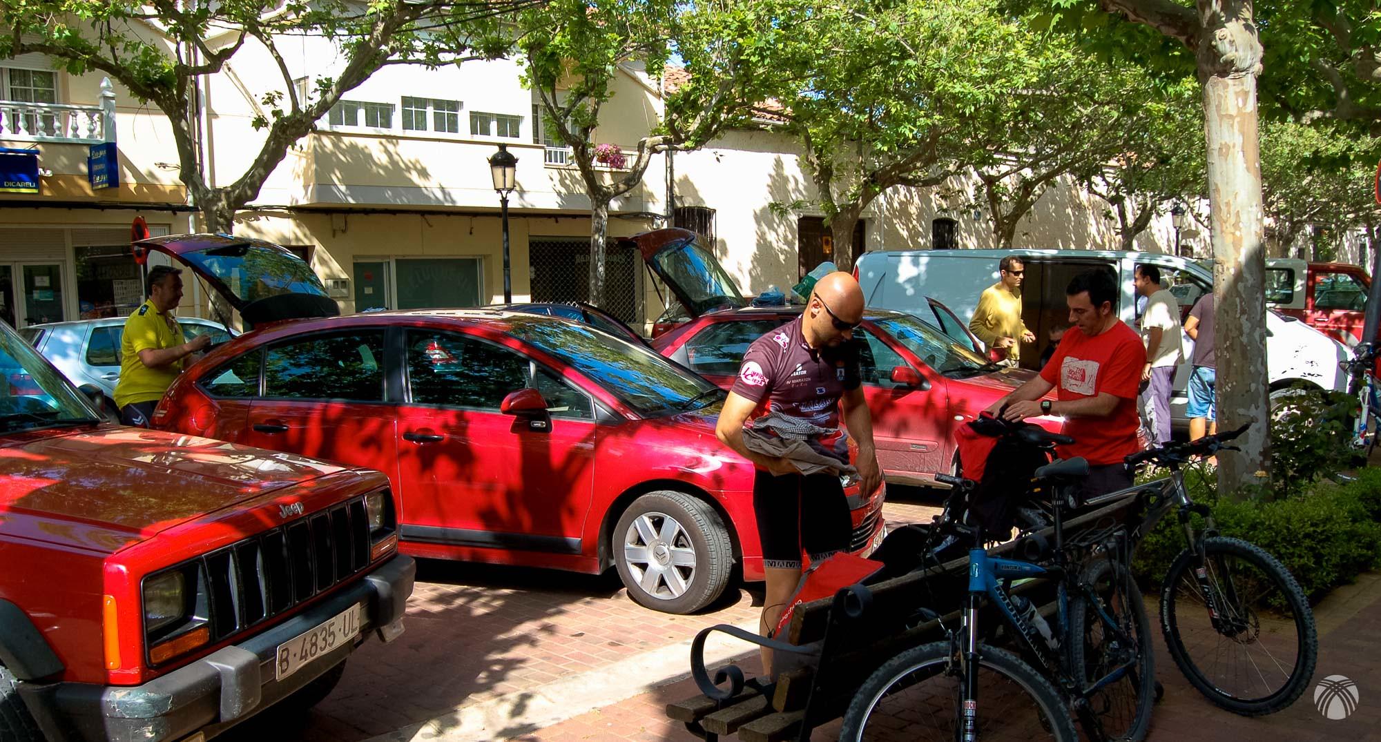 Preparando las bicis en Siles