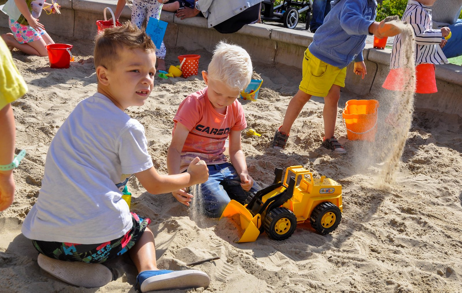 Verjaardagsfeest in het zandkasteel (40)