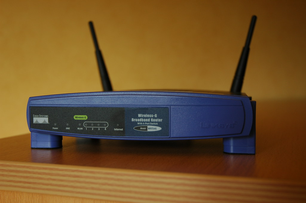 Linksys WRT54G Sveasoft Firmware   Spring 2007: Switched to