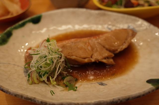<p>j)すしのすけセットの煮魚、今日は金目鯛でした</p>