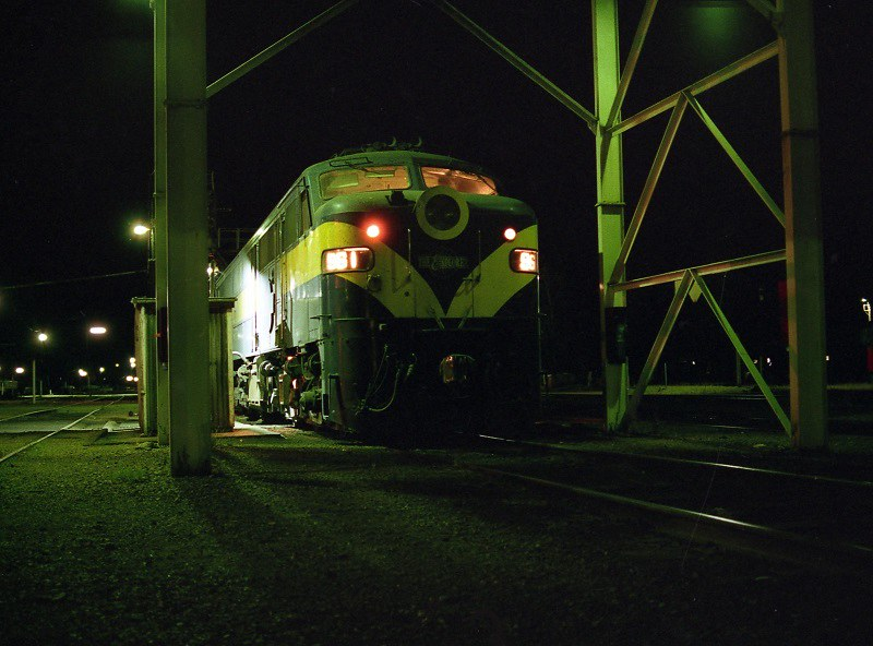 961 at Tailem Bend loco by David Arnold