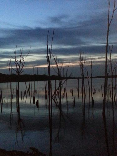 sunrise cloudy manasquanriverreservoir