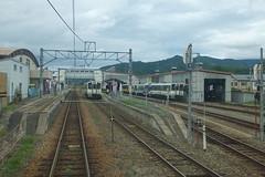 駅構内 当駅より先(会津高原尾瀬口方面)には東武・野岩鉄道の電車が乗り入れてくるので、下り線にだけ架線が張られている