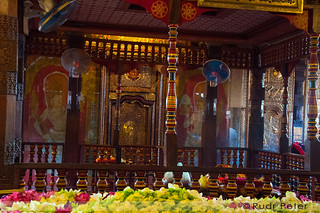 The inner sanctum (Handun kunama) where the tooth relic resides | by Rudr Peter | Smile to the world |