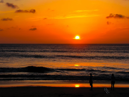 orange usa beach nature yellow clouds sunrise outdoors nc bright northcarolina northamerica redsky outerbanks vacations silhoette corolla obx outerbanx lenstagger obxcorollakittyhawkmanteo