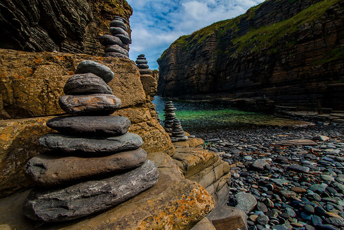 castle beach rock stone strand landscape bay coast scotland highlands united kingdom ruine highland matthias landschaft stein cairn sinclair wick küste schottland caithness felsen hillen bucht steinmänchen girnigoe grosbritanien matthiashillen