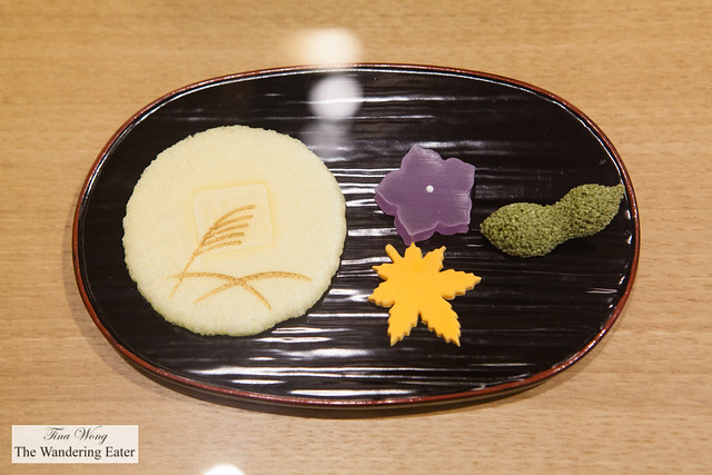 Wagahi plate of higashi (a wafer made of glutinous flour and sugar) and other jelly wagashi