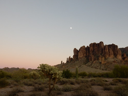 Lost Dutchman State Park - maan
