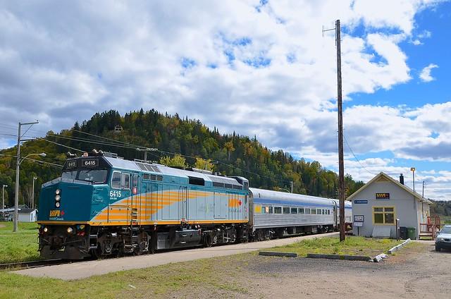 VIA 601 beside the Rivière-à-Pierre station