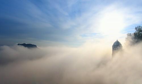 morning sky sun mountain nature berg fog clouds landscape nebel outdoor saxony berge sachsen landschaft ea morningmist lilienstein sächsischeschweiz königstein morgennebel saxonswitzerland festungkönigstein friedrichsburg