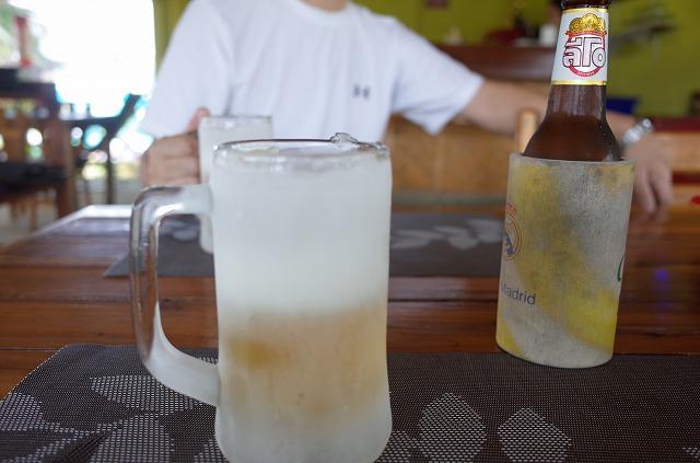 <p>グラスも冷えています、でも、ビールが小瓶。</p>
