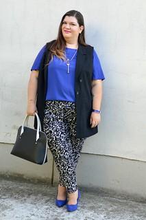 Outfit blu, nero e bianco