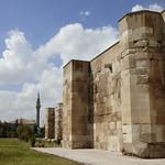 Sultanhanı Kervansarayi - exterior walls, summer court (2)