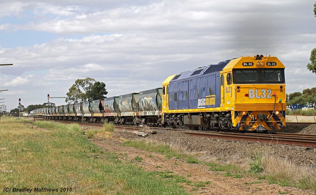 BL32 with 9430 up loaded PN Apex goods from Kilmore East to Tottenham, later to Westall at Albion Junction (1/12/2015) by Bradley Matthews
