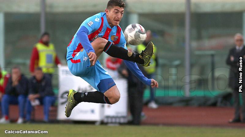 Andrea Mazzarani in azione con la maglia del Catania