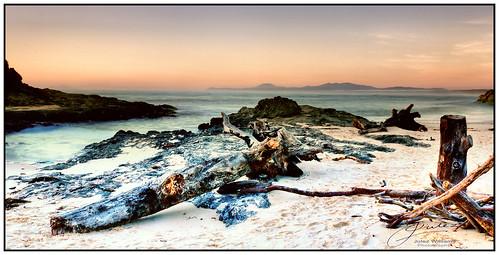 outdoor sea ocean landscape beach shore photoborder rock sky dawn sand newsouthwales australia desaturated cokin gnd filter contrast footprints pink black
