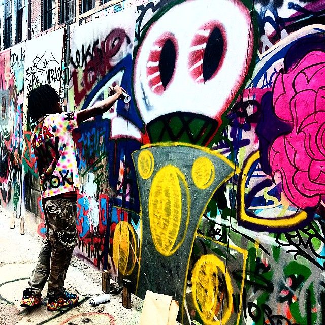 Dancing with the can 👑Want to see some more of my graffiti go to my website. WWW.HOAGCORPERATION.WEBS.COM #streetphotography #buildinggraffiti #graffitiart #art #streetart #handmade #instagraffiti #street #graff #animation #urban #wallart # #aerosol
