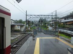 東武にはほとんどトンネルが無いが、当駅を出て野岩鉄道に入るとすぐトンネルに入る
