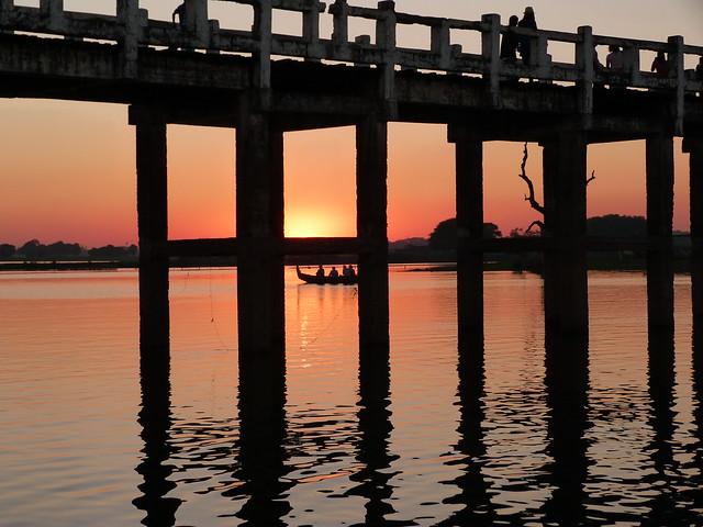 Puente de U Bein en Amarapura (una de las antiguas capitales de Birmania)