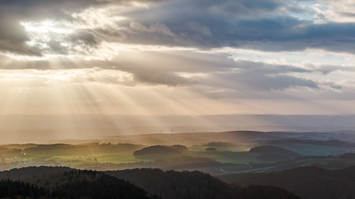 godray sunset sonnenuntergang fields berg dorf evening harz clouds badsachsa niedersachsen germany de