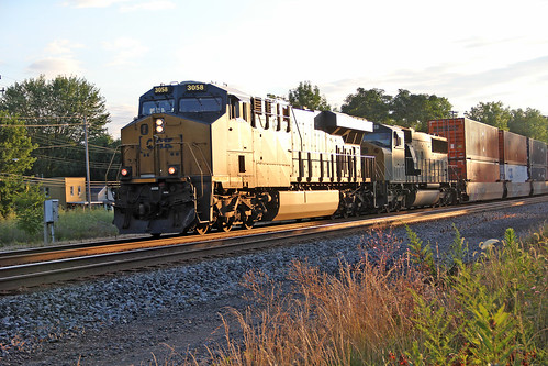 csx sunrisephotography painesvilleohio csxtrains csxlocomotives csxstacktrains csxeriewestsubdivision