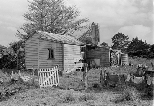 leigh tipoint lloyd ellen nellie cottage 1960 bw house gravatt old historic settler