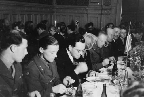 Festmiddag i Speilsalen (1945)